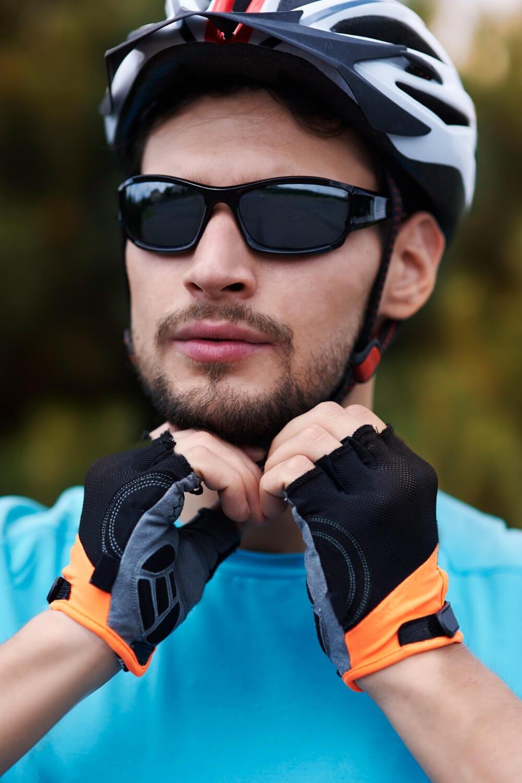 equipamentos e roupas para ciclismo amador: capacete